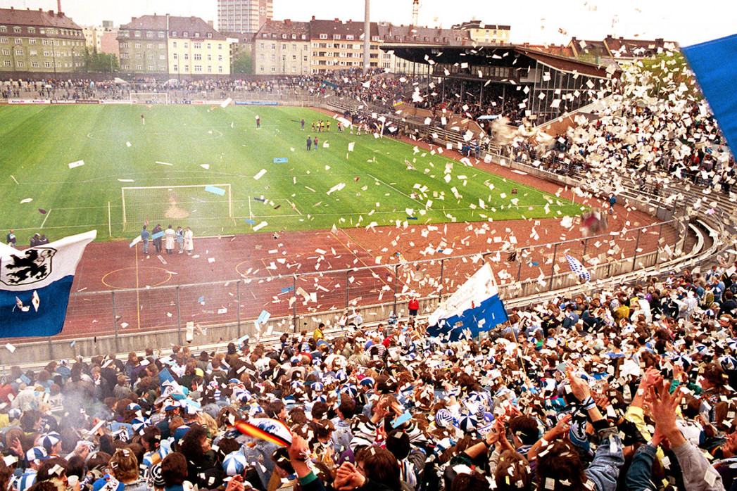 Stadion an der Grünwalder Straße (1990) - Fußball Foto Wandbild - 11FREUNDE SHOP