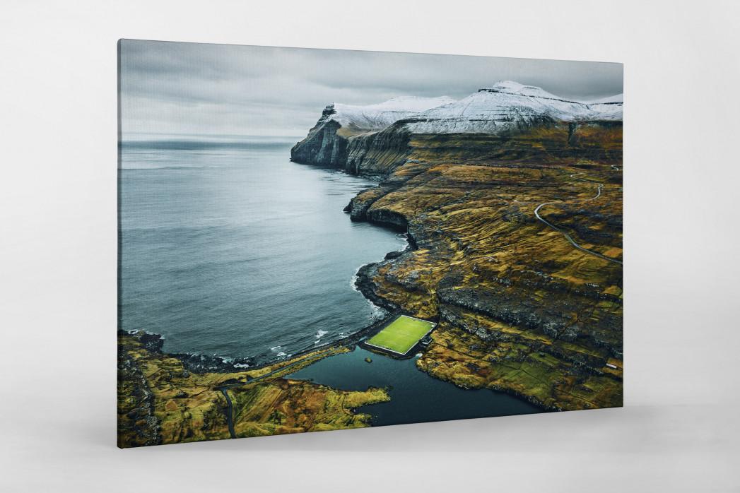 Auf den Färöer Inseln (1) - Fußballplatz - Johannes Höhn - Wandbild