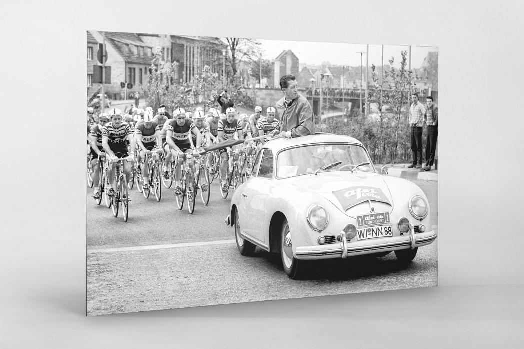 Fahrerfeld hinter Startwagen - Wandbild Radsport Deutschland-Rundfahrt 1961