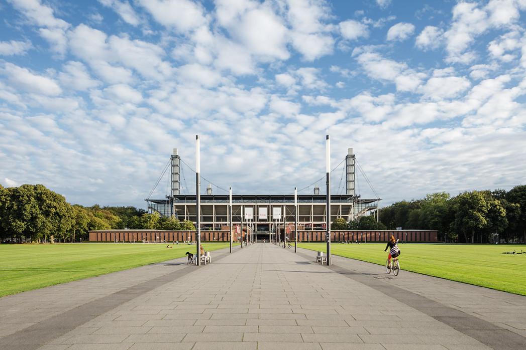 Auf dem Weg in die Kölner Arena - Fußball Wandbild - 11FREUNDE SHOP