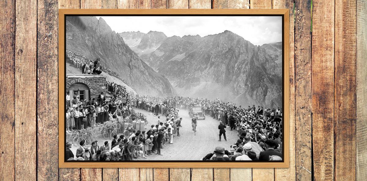 Am Col du Tourmalet bei der Tour 1950 - Sport Fotografie als Wandbild - Radrennen Foto - NoSports Magazin