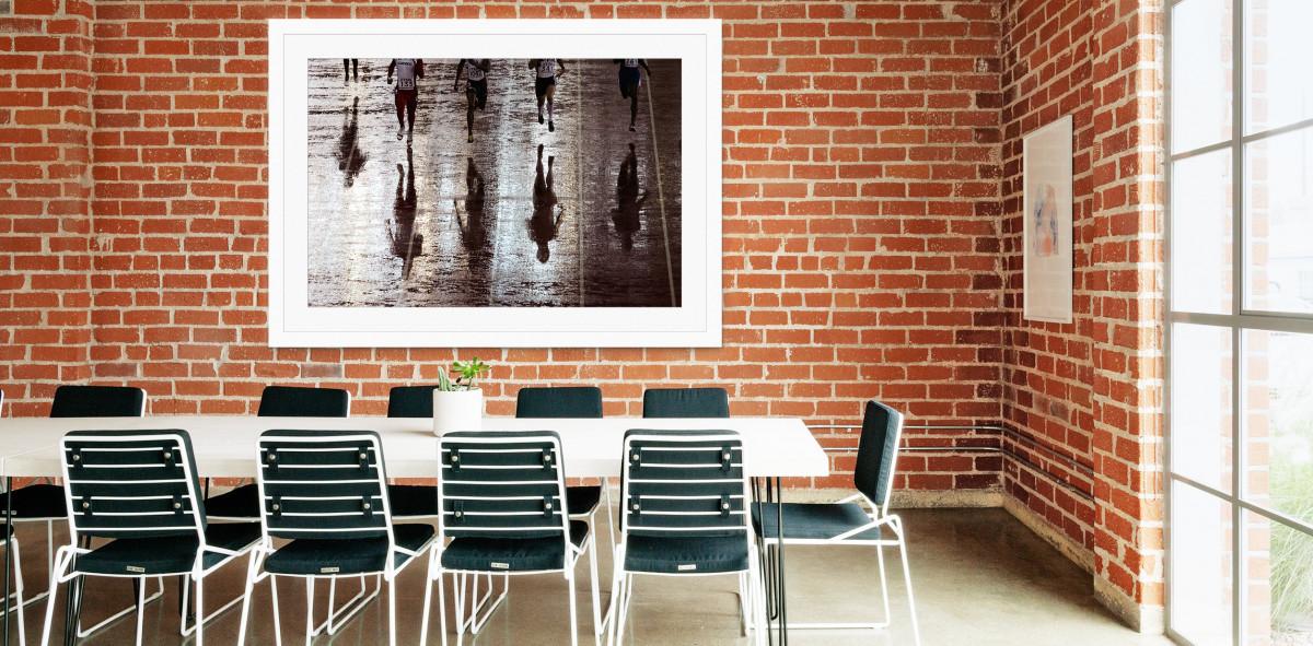 Läufer mit Schatten - Sport Fotografien als Wandbilder - Leichtathletik Foto - NoSports Magazin - 11FREUNDE SHOP