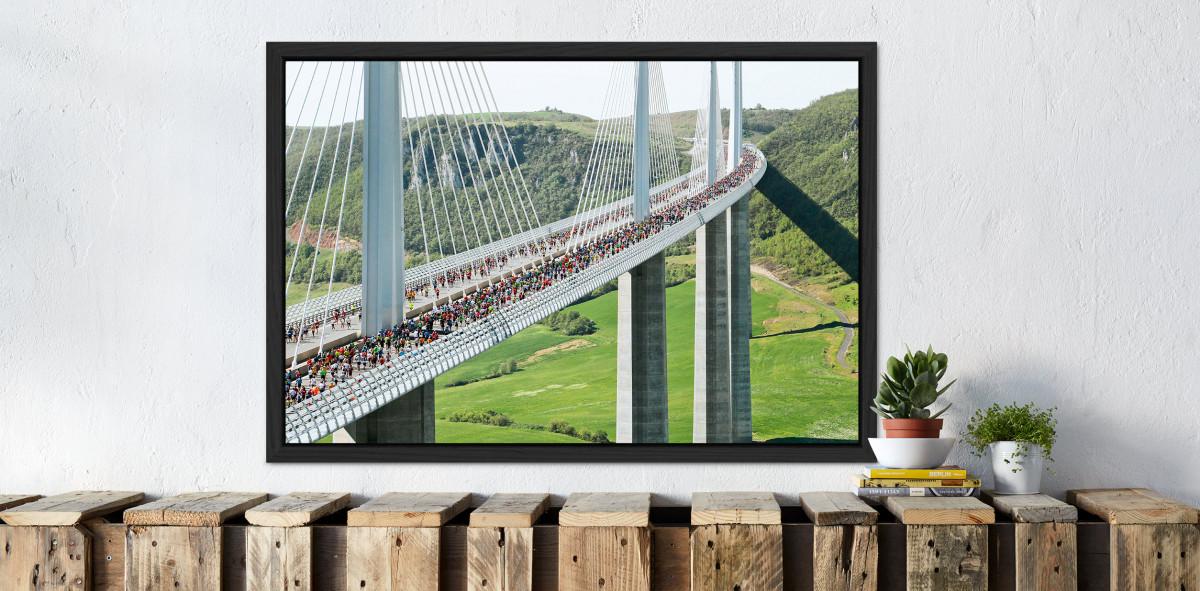 Marathon über die Brücke - Sport Fotografien als Wandbilder - Leichtathletik Foto - NoSports Magazin - 11FREUNDE SHOP