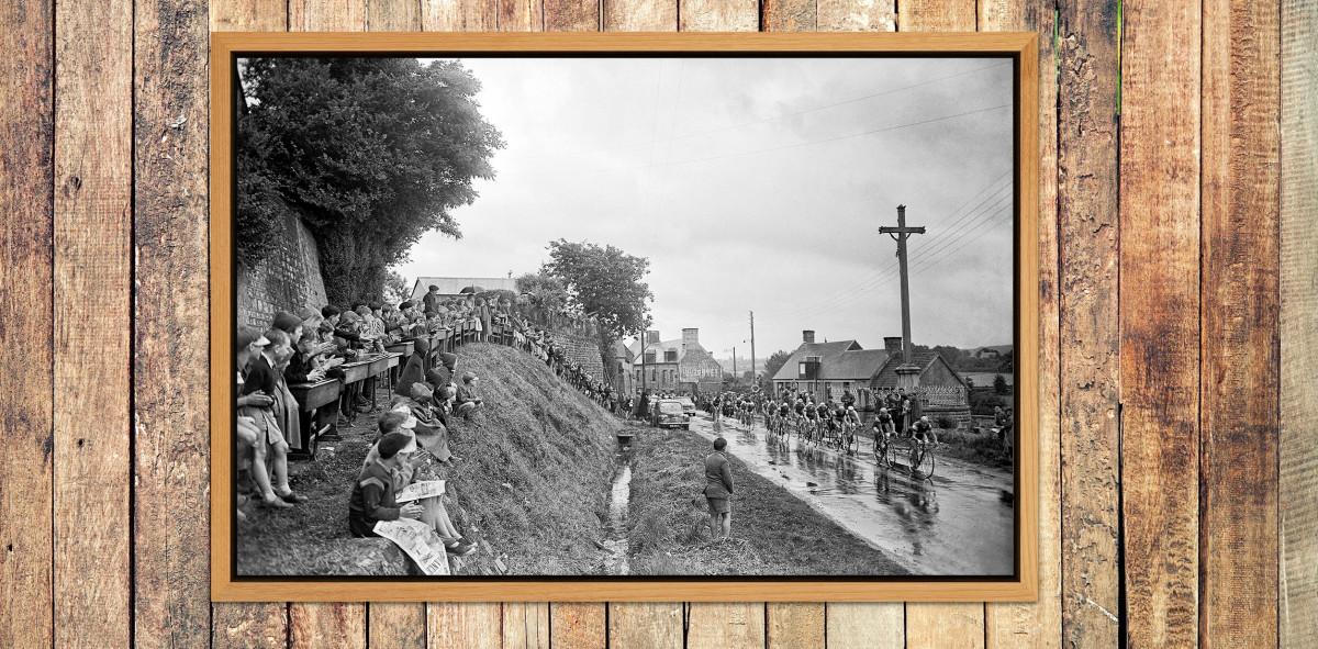 Schüler schauen die Tour 1958 - Sport Fotografien als Wandbilder - Radsport Foto - NoSports Magazin