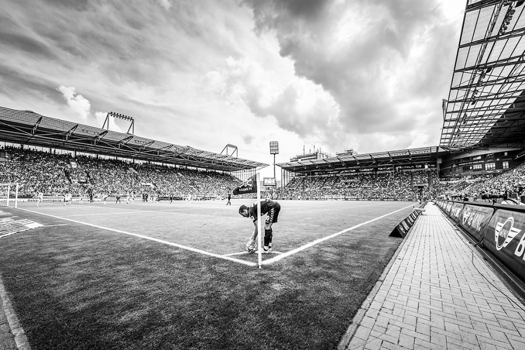 Eckball Millerntor in Schwarzweiß - Olaf Tamm - FC St. Pauli - 11FREUNDE SHOP