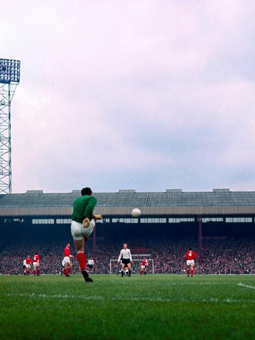 Abstoß im Old Trafford - Manchester United - Fussball Foto Wandbild - 11FREUNDE SHOP