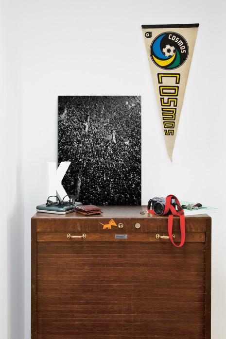 Gelbe Wand - Schwarzweiss (Hochformat 1) - Fußball Foto Wandbild - 11FREUNDE SHOP