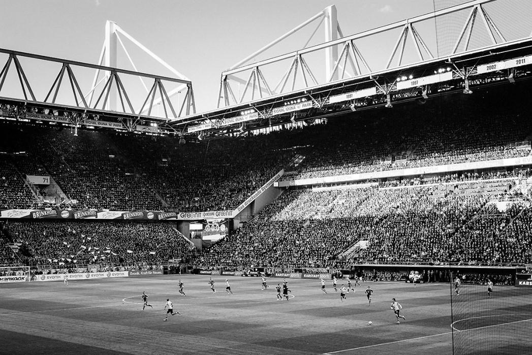 Spielfeld und Tribünen - Fußball Foto Wandbild - 11FREUNDE SHOP BVB