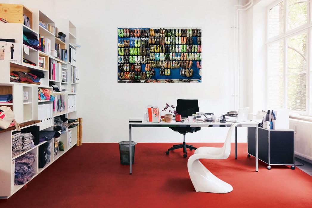 In deinem Büro: Jede Menge bunte Fußballschuhe