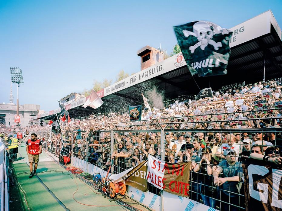 Gegengerade Millerntor 2012 - Susanne Katzenberg - FC St. Pauli - 11FREUNDE SHOP