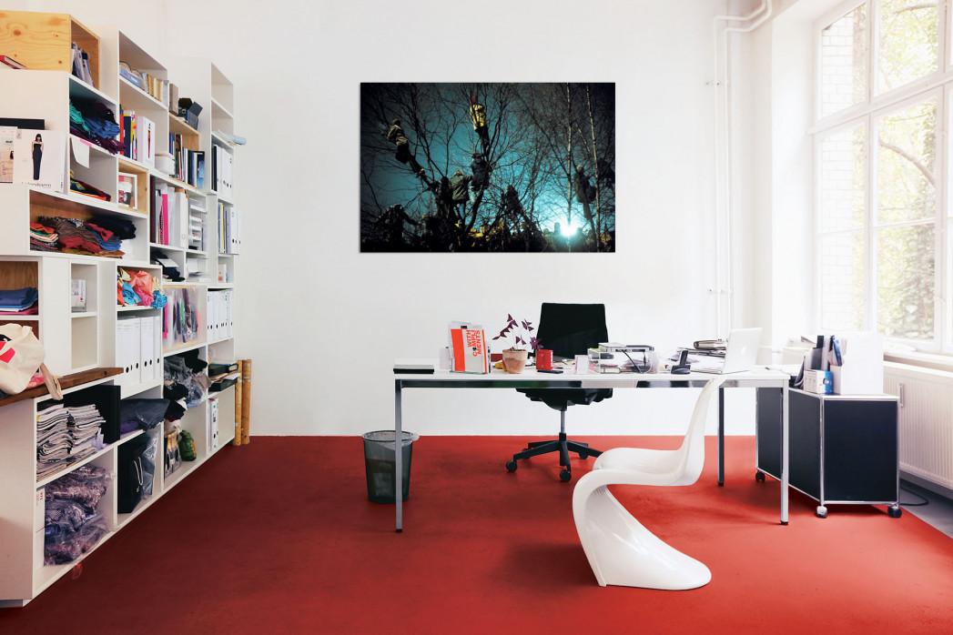 » Auf den Bäumen bei Flutlicht« in deinem Büro