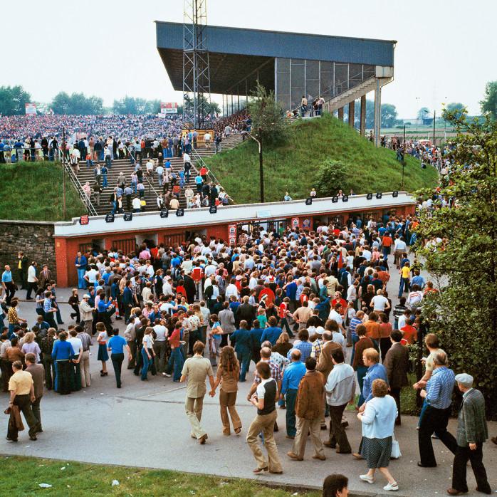 Vor dem Georg Melches Stadion 1978