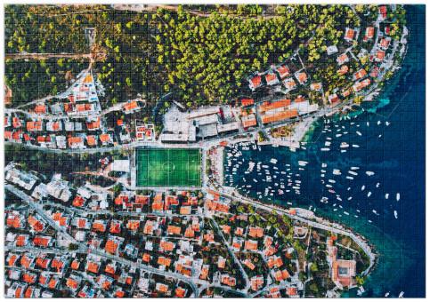 Puzzle: Fußballplatz an der kroatischen Adria