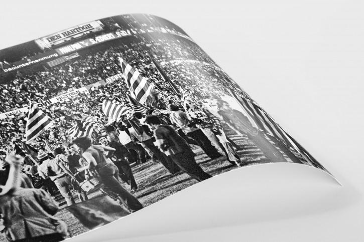 Barca Fans in Basel (2) - 11FREUNDE SHOP - Fußball Foto Wandbild