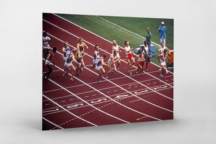Stabwechsel 1972 - Sport Fotografien als Wandbilder - Leichtathletik Staffellauf Foto - NoSports Magazin