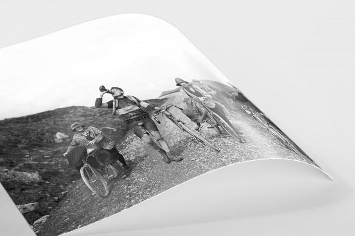 Trinkpause bei der Tour 1927 - Sport Fotografien als Wandbilder - Radsport Foto - NoSports Magazin