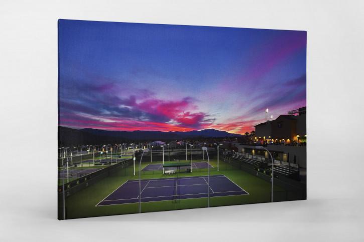 Trainingsplätze unter Abendhimmel - Sport Fotografien als Wandbilder - Tennis Foto - NoSports Magazin