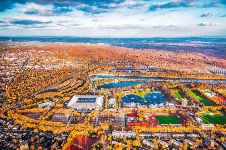 Vogelperspektive auf Duisburg und das Stadion - Wandbild MSV Duisburg
