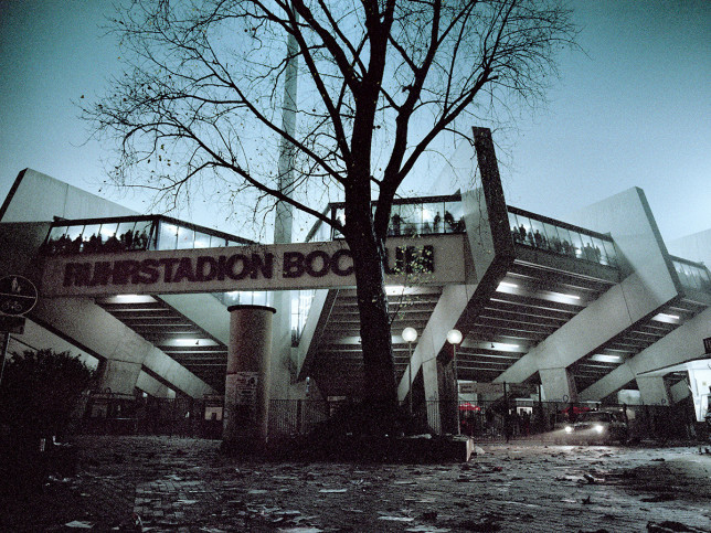 Ruhrstadion bei Flutlicht (Farbe)