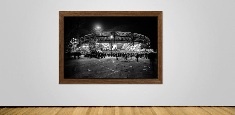 Stadio San Paolo bei Flutlicht (SW) - Fußball Wandbild - 11FREUNDE SHOP