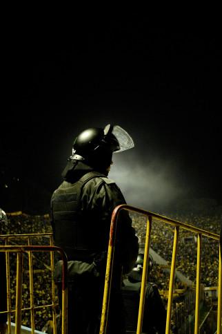 Police At The Stadium - Gabriel Uchida - 11FREUNDE BILDERWELT