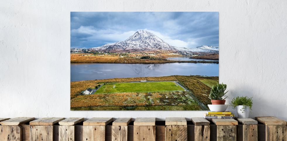Fussballplatz im Glenveagh Nationalpark - Wandbild - 11FREUNDE SHOP