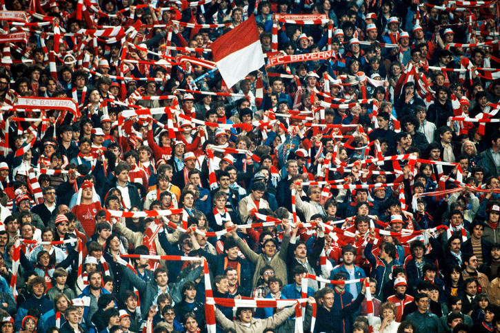 bayern fans 1982 fu ball foto wandbild 11freunde shop. Black Bedroom Furniture Sets. Home Design Ideas