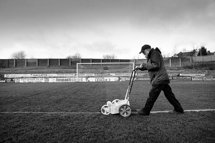 Platzwart in Schottland - Fußball Wandbild - 11FREUNDE SHOP