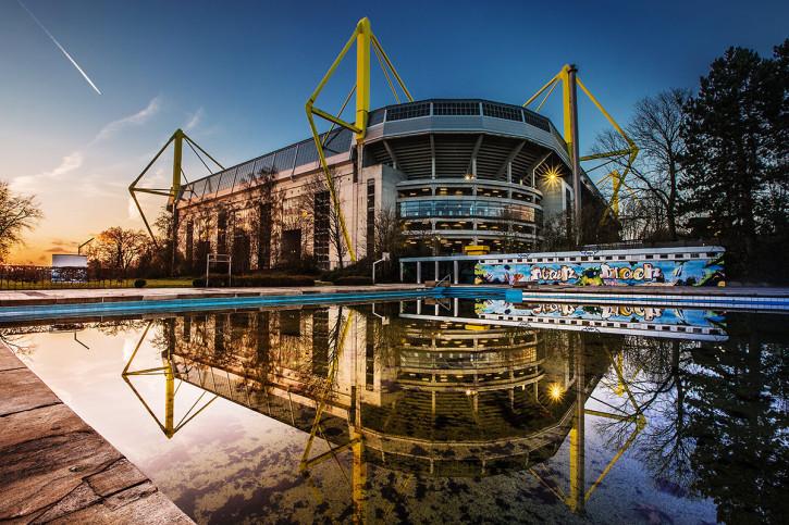Blick auf den Signal Iduna Park (Farbe) - Fußball Foto Wandbild - 11FREUNDE SHOP