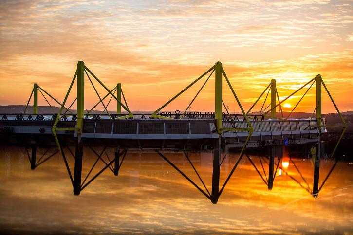 Signal Iduna Park bei Sonnenuntergang - 11FREUNDE SHOP - Fußball Foto Wandbild