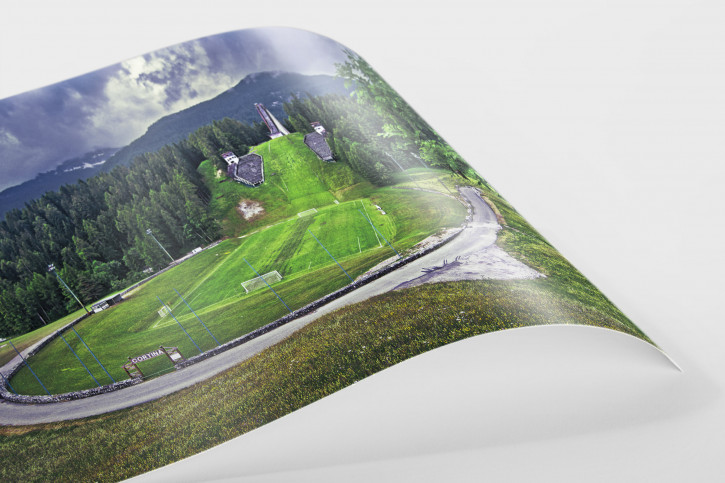 Fußballplatz an der Skisprungschanze - Foto als Wandbild