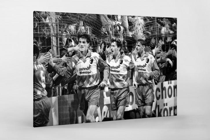 Freiburger klatschen ab - Wandbild SC Freiburg Saison 1993/94