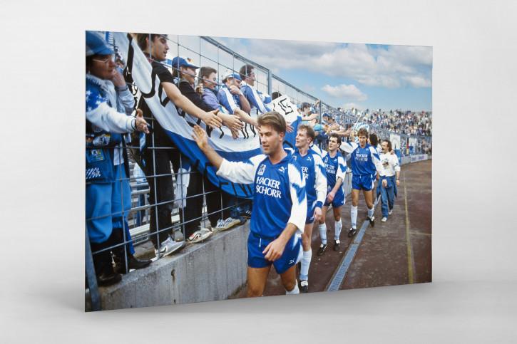 Sechzger klatschen ab - Wandbild 1860 München Stadion an der Grünwalder Straße