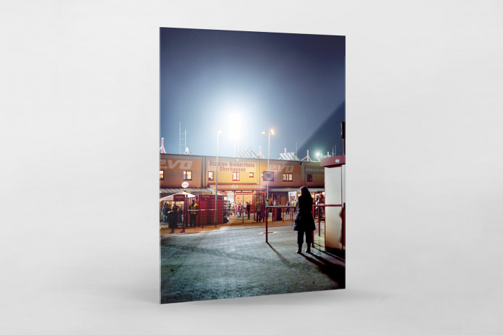 Vor dem Stadion Niederrhein - Christoph Buckstegen Foto von RWO als Wandbild