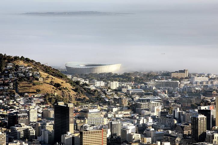 Cape Town Stadium mit Stadt und Meer - 11FREUNDE BILDERWELT