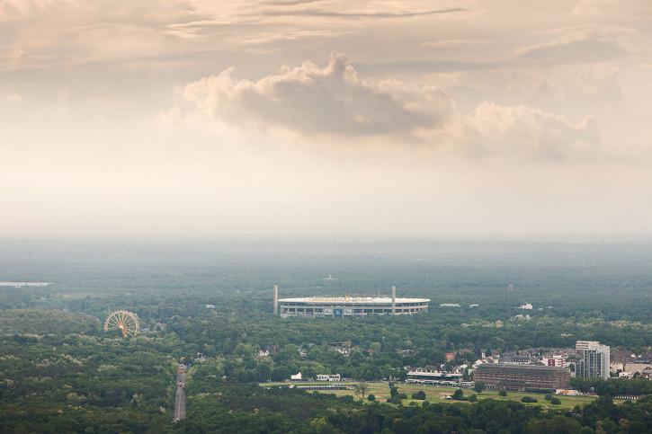 Frankfurter Arena im Stadtbild - Fußball Wandbild - 11FREUNDE SHOP
