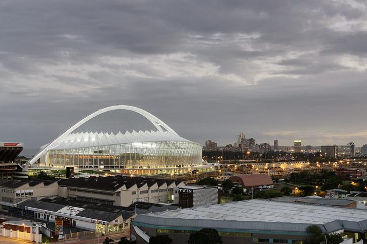 Moses-Mabhida-Stadion bei Dämmerung - 11FREUNDE BILDERWELT
