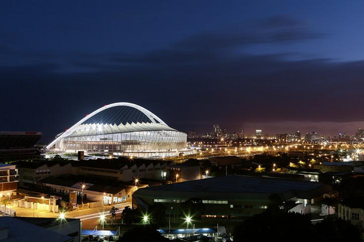 Moses-Mabhida-Stadion bei Nacht - 11FREUNDE BILDERWELT
