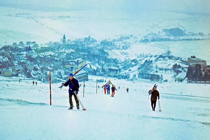 Rauf den Berg - Sport Fotografie als Wandbild - Wintersport Foto - NoSports Magazin
