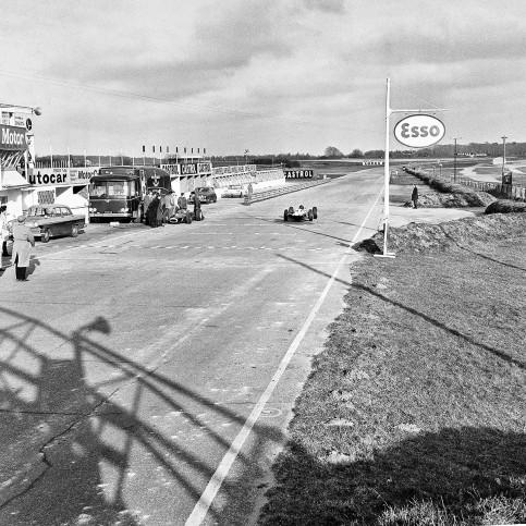 Snetterton Motor Racing Circuit 1964 - Sport Fotografie als Wandbild - Motorsport Foto - NoSports Magazin - 11FREUNDE SHOP