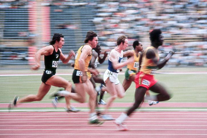 Sprinten 1974 - Sport Fotografie als Wandbild - Leichtathletik Foto - NoSports Magazin