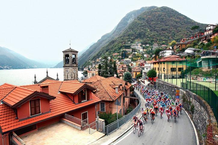 Straße und Panorama bei Lombardei Rundfahrt