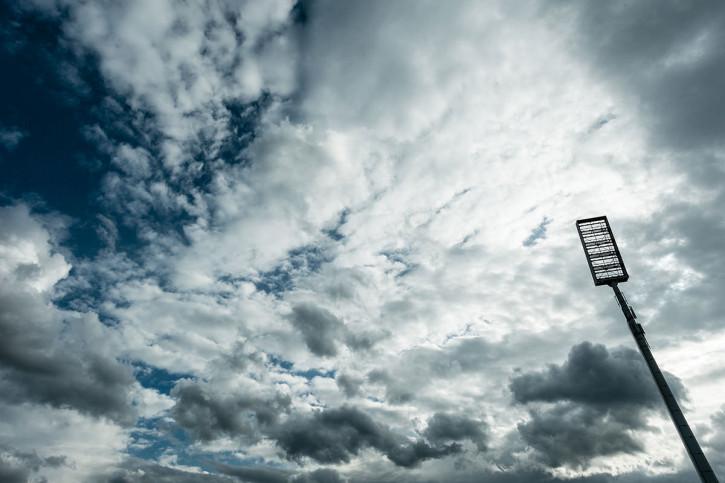 Flutlichtmast Stadion Essen - 11FREUNDE BILDERWELT