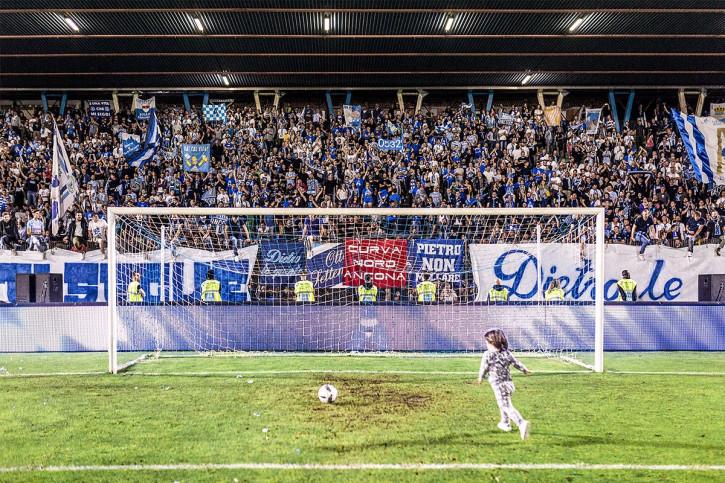 Elfmeterkind - 11FREUNDE SHOP - Fußball Foto Wandbild