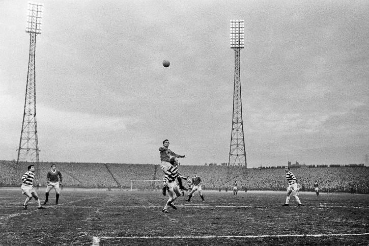 Celtic vs. Rangers 1968 - 11FREUNDE SHOP - Fußball Foto Wandbild