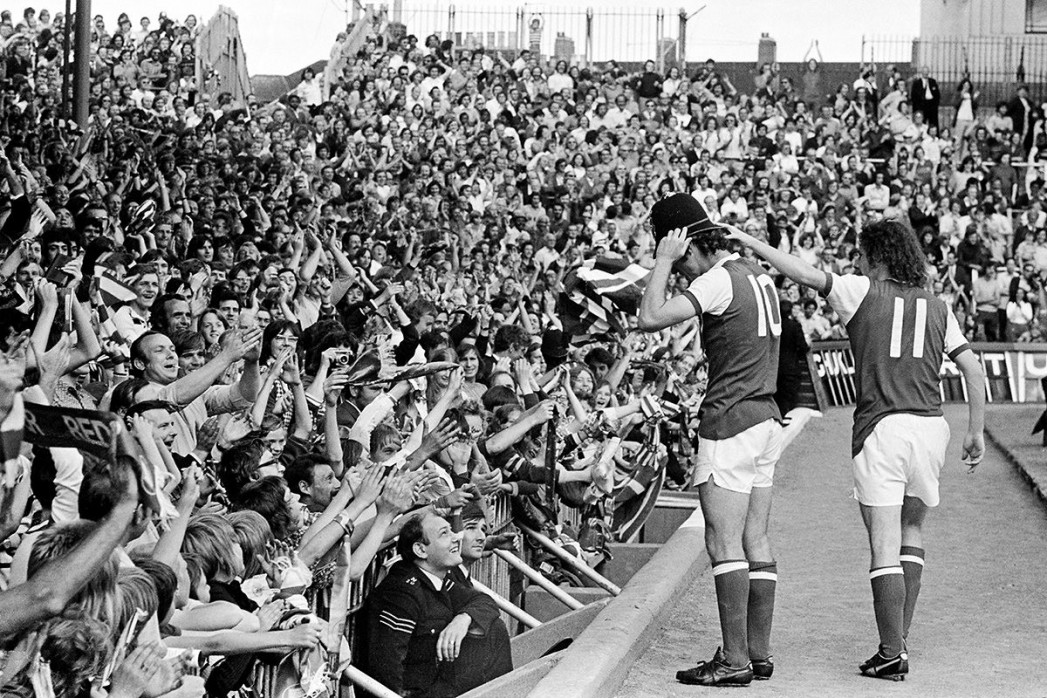 Mit Bobby-Helm im Highbury