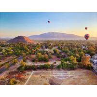 Fußballplatz und Heißluftballons