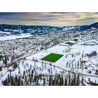 Grüne Oase in der Schneelandschaft von Lillehammer