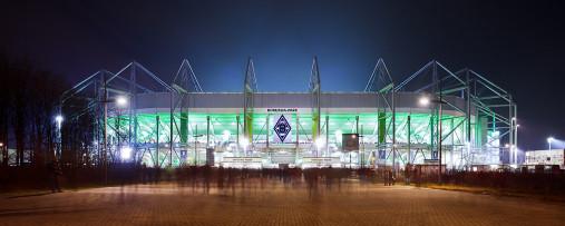 Borussia Park bei Flutlicht (Panorama) - Fußball Foto Wandbild - 11FREUNDE SHOP