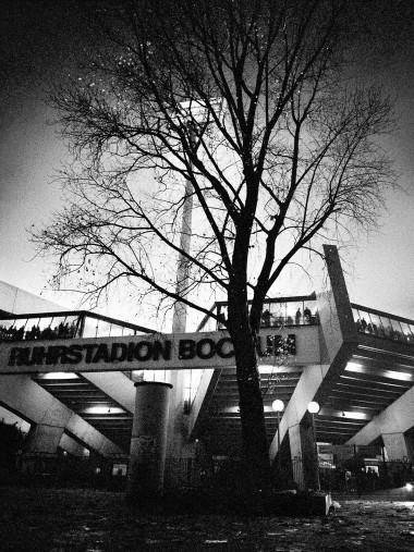 Ruhrstadion bei Flutlicht (SW)